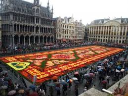 kvetinovy koberec brusel
