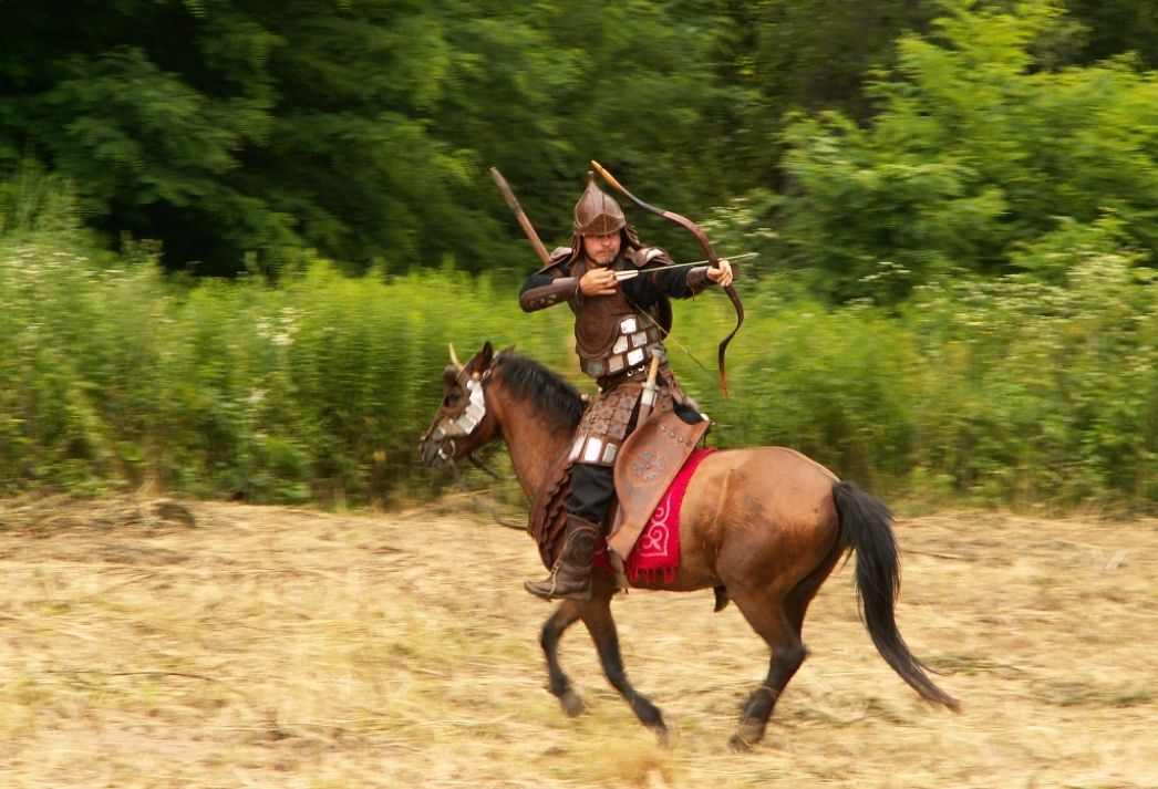 lukostrelec na koni