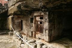 skalne obydlia v brhlovciach