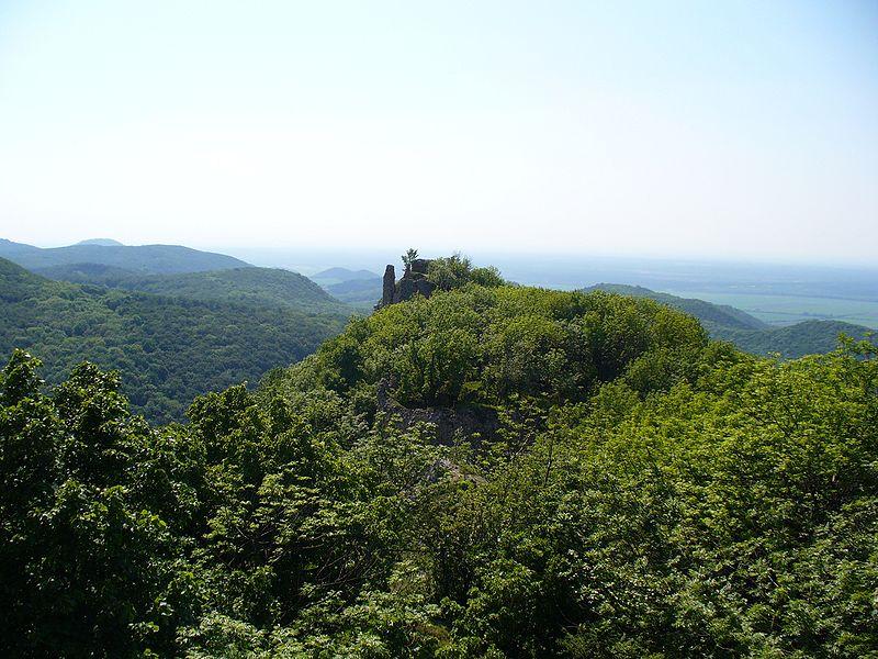 zrucanina hradu ostry kamen